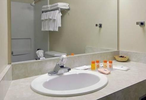 La Quinta Inn & Suites by Wyndham Spokane Downtown - Spokane - Bathroom