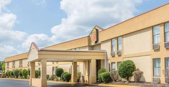 Super 8 by Wyndham Knoxville Downtown Area - Knoxville - Building