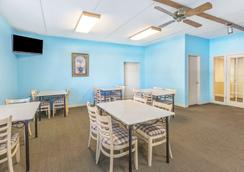 Super 8 by Wyndham Knoxville Downtown Area - Knoxville - Ravintola