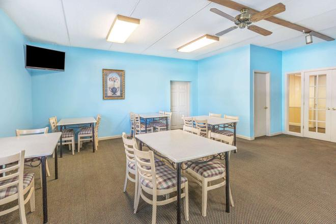 Super 8 by Wyndham Knoxville Downtown Area - Knoxville - Ristorante