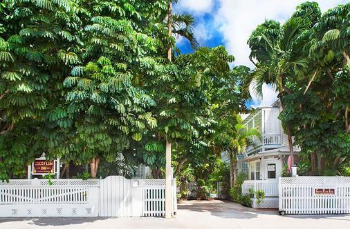 Coco Plum Inn - Key West
