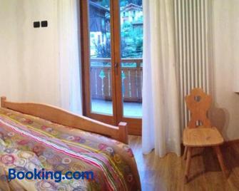 Appartamenti Meoti - Pellizzano - Schlafzimmer