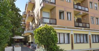 Hotel Attico - Chianciano Terme - Toà nhà