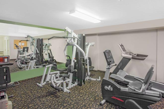 Super 8 by Wyndham Barstow - Barstow - Gym