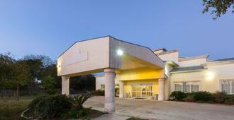 Days Inn by Wyndham San Antonio at Palo Alto - San Antonio - Rakennus