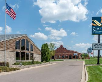 Quality Inn and Suites - New Prague - Building