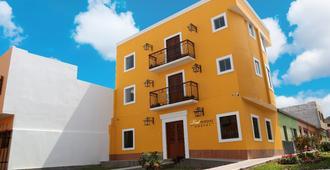 Real Marquez - Trujillo - Building