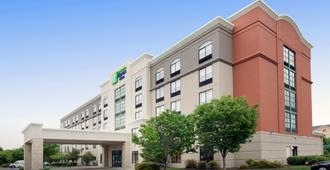 Holiday Inn Express & Suites Baltimore - BWI Airport North - Linthicum Heights