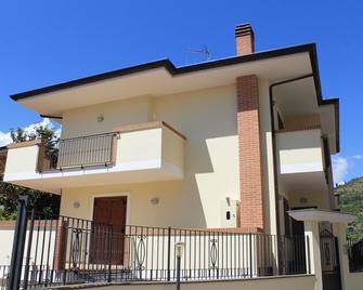 Villa Bianchi - Fondi - Gebäude