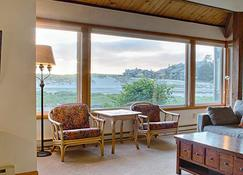 The Waves / The Argonauta Inn / The White Heron Lodge - Cannon Beach - Living room