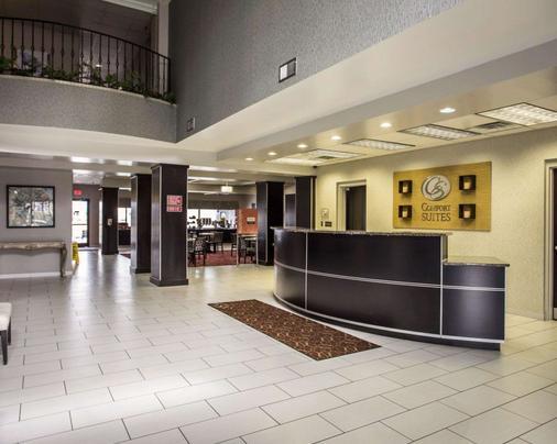 Comfort Suites - Lumberton - Front desk