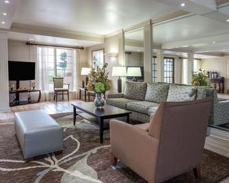 Days Inn & Suites by Wyndham Roseville/Detroit Area - Roseville - Huiskamer