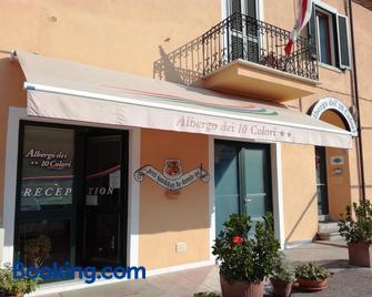 Albergo Dei 10 Colori - Procchio - Building