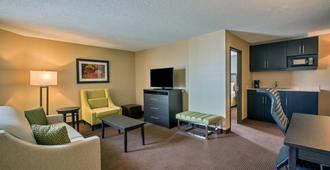 Holiday Inn Express & Suites Regina Downtown - Regina - Living room