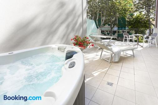 Rimini Suite Hotel - Rimini - Balcony