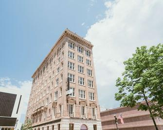 The Esquire Hotel Ascend Hotel Collection - Gastonia - Building