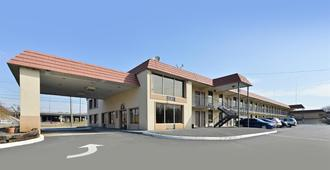 Americas Best Value Inn & Suites Knoxville North - Knoxville - Gebäude