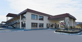 Americas Best Value Inn & Suites Knoxville North - Knoxville - Building