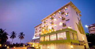 Angkasa Garden Hotel - Pekanbaru - Building