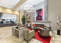 Ramada by Wyndham Des Moines Airport - Des Moines - Lounge