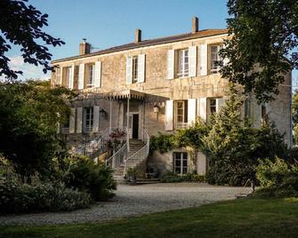 Manoir Angle - Blanzay-sur-Boutonne - Building