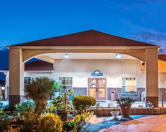 Days Inn by Wyndham Gainesville - Gainesville - Gebouw