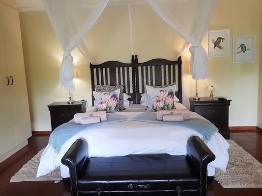 Umlambo River Lodge - Addo - Bedroom