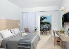 Grand Hotel Holiday Resort - Hersonissos - Makuuhuone