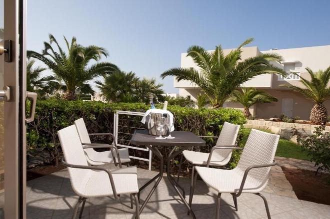 Grand Hotel Holiday Resort - Hersonissos - Patio