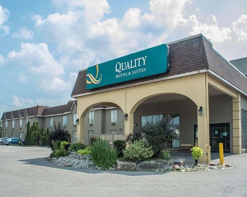 Quality Hotel & Suites - Woodstock - Gebäude