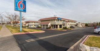 Motel 6 El Paso East - El Paso - Building