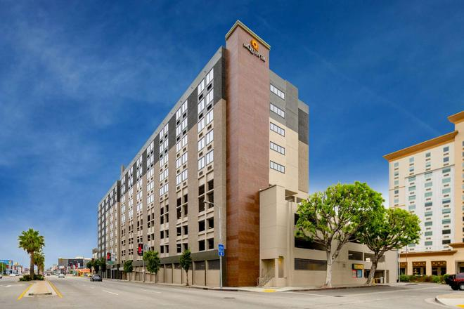 La Quinta Inn & Suites LAX - Los Angeles - Building