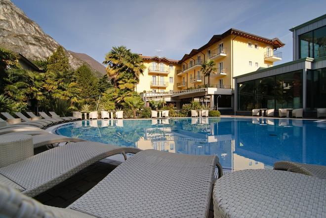 尼柯麗溫泉別墅酒店 - 里瓦德加爾達 - 加爾達湖濱 - 游泳池