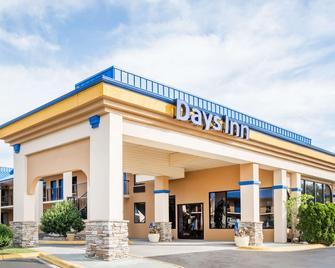 Days Inn by Wyndham Hendersonville - Hendersonville - Building
