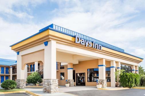 Days Inn by Wyndham Hendersonville - Hendersonville - Rakennus