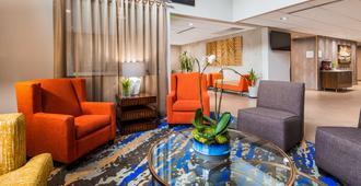 Best Western Plus Portland Airport Hotel & Suites - Portland - Lobby