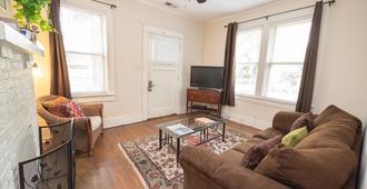 Charming Midtown duplex - Memphis - Wohnzimmer