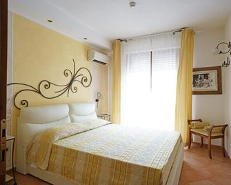 Lola Piccolo Hotel - Grosseto - Bedroom