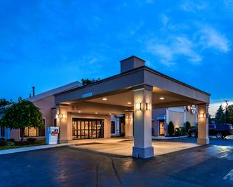 Best Western Plus Galleria Inn & Suites - Cheektowaga - Building