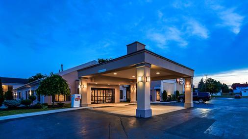 Best Western Plus Galleria Inn & Suites - Cheektowaga - Rakennus