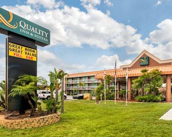 Quality Inn and Suites Tarpon Springs South - Tarpon Springs - Building