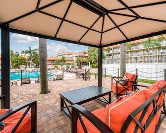 Quality Inn and Suites Tarpon Springs South - Tarpon Springs - Басейн