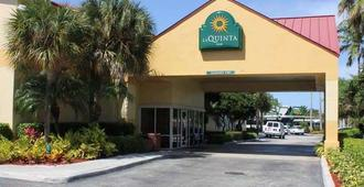 La Quinta Inn by Wyndham Ft. Lauderdale Northeast - Fort Lauderdale - Bâtiment
