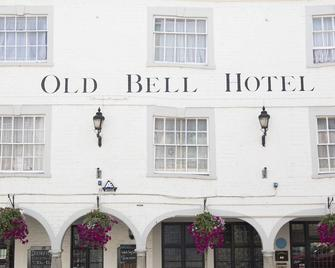 The Old Bell Inn - Warminster - Building