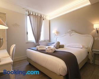 Hotel Villa Margherita - Quercianella - Camera da letto