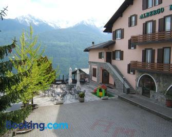 Hotel Ristorante Miravalle - Teglio - Gebouw