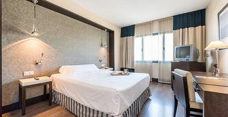 Hotel Mercader - Madrid - Bedroom