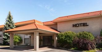 Howard Johnson Plaza Hotel By Wyndham Windsor - Windsor