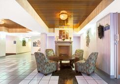 Days Inn & Suites by Wyndham Ridgeland - Ridgeland - Σαλόνι ξενοδοχείου