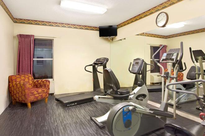 Days Inn & Suites by Wyndham Ridgeland - Ridgeland - Gym